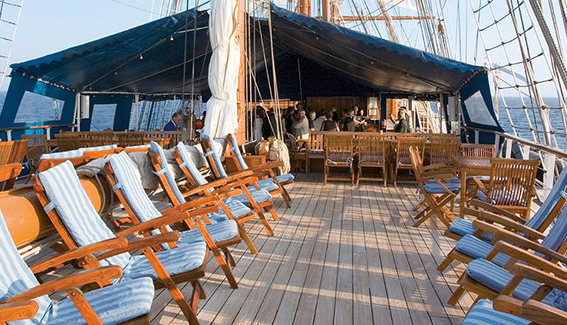 Ресторан на борту корабля